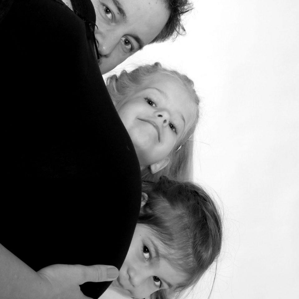 Familie mit Babybauch